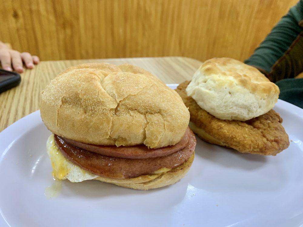 CP'S Pantry & Grill: 605 Cedar Point Blvd, Cedar Point, NC