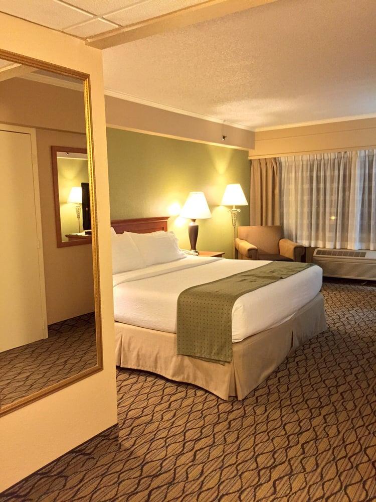 holiday inn clark newark area hotels 36 valley rd. Black Bedroom Furniture Sets. Home Design Ideas