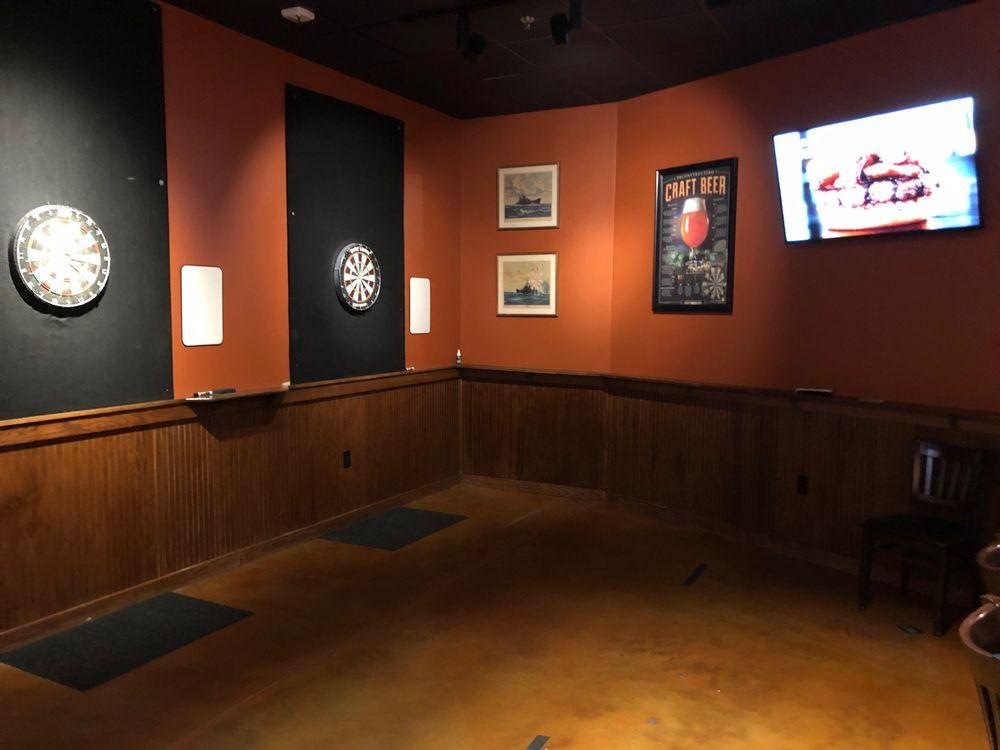 Admiral Pub: 143 Brooklawn St, Farragut, TN