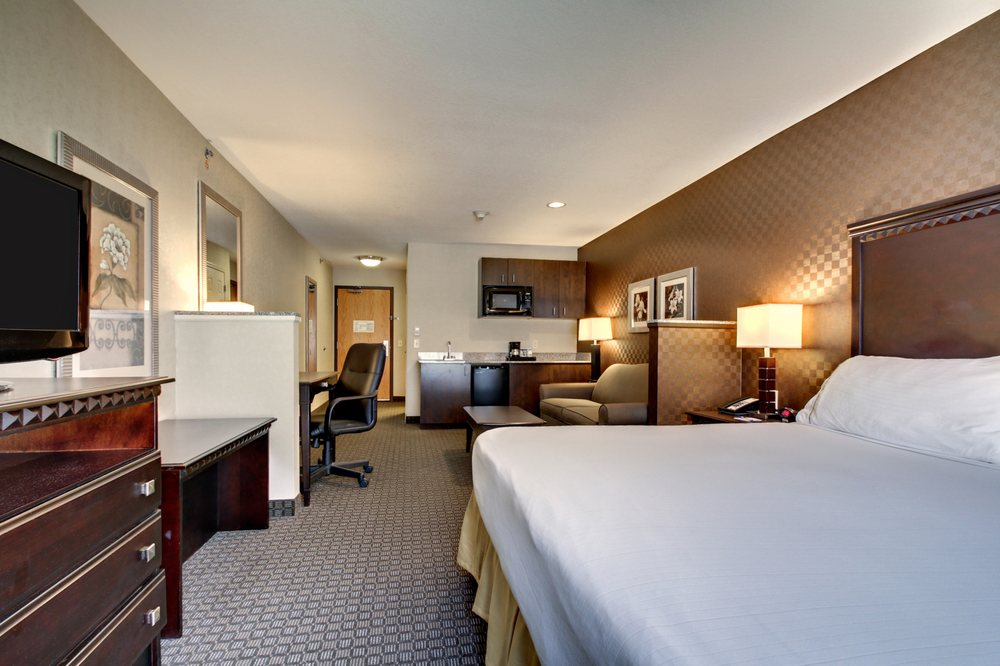 Holiday Inn Express & Suites Peru - LaSalle Area: 5253 Trompeter Rd, Peru, IL