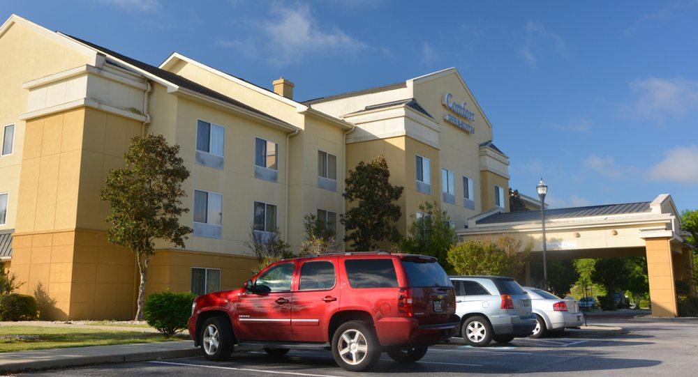 Comfort Inn & Suites: 220 Wall St, Camden, SC