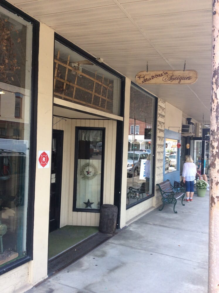 Maddy's Antiques: 33 W Oak St, Arcadia, FL