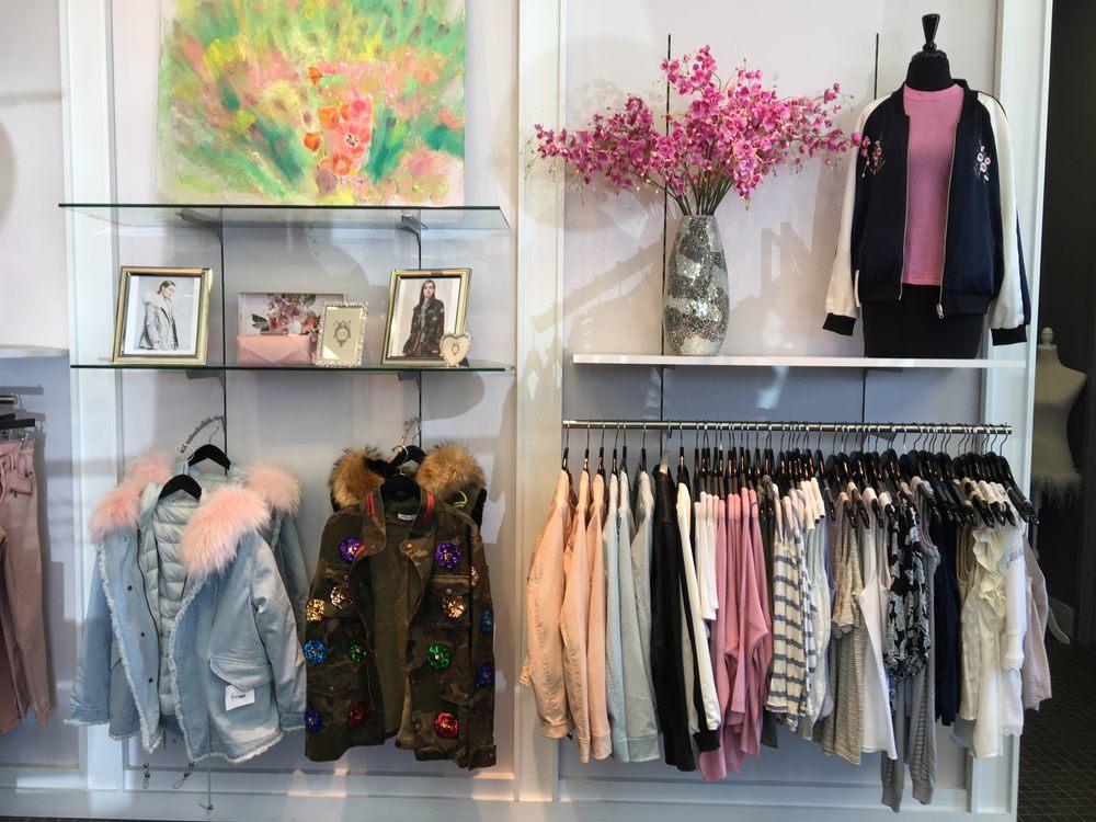 Fringe Boutique: 34105 Chagrin Blvd, Moreland Hills, OH