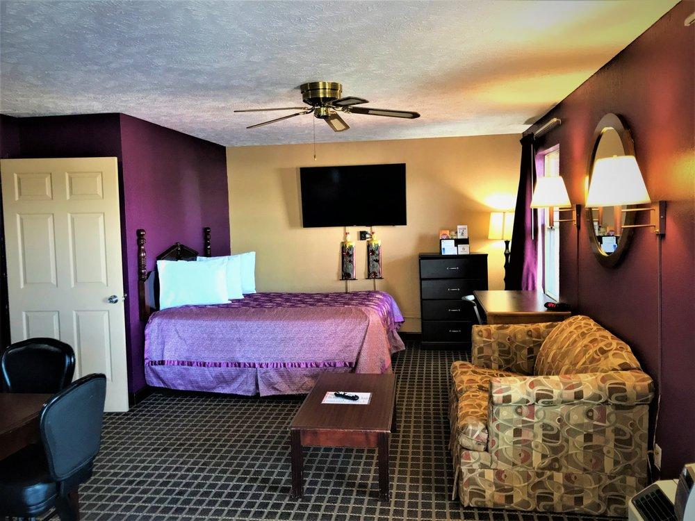 Star Plus Inn & Suites: 644 Mulberry Ave, Selmer, TN
