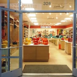 le creuset 16 photos 11 reviews outlet stores. Black Bedroom Furniture Sets. Home Design Ideas