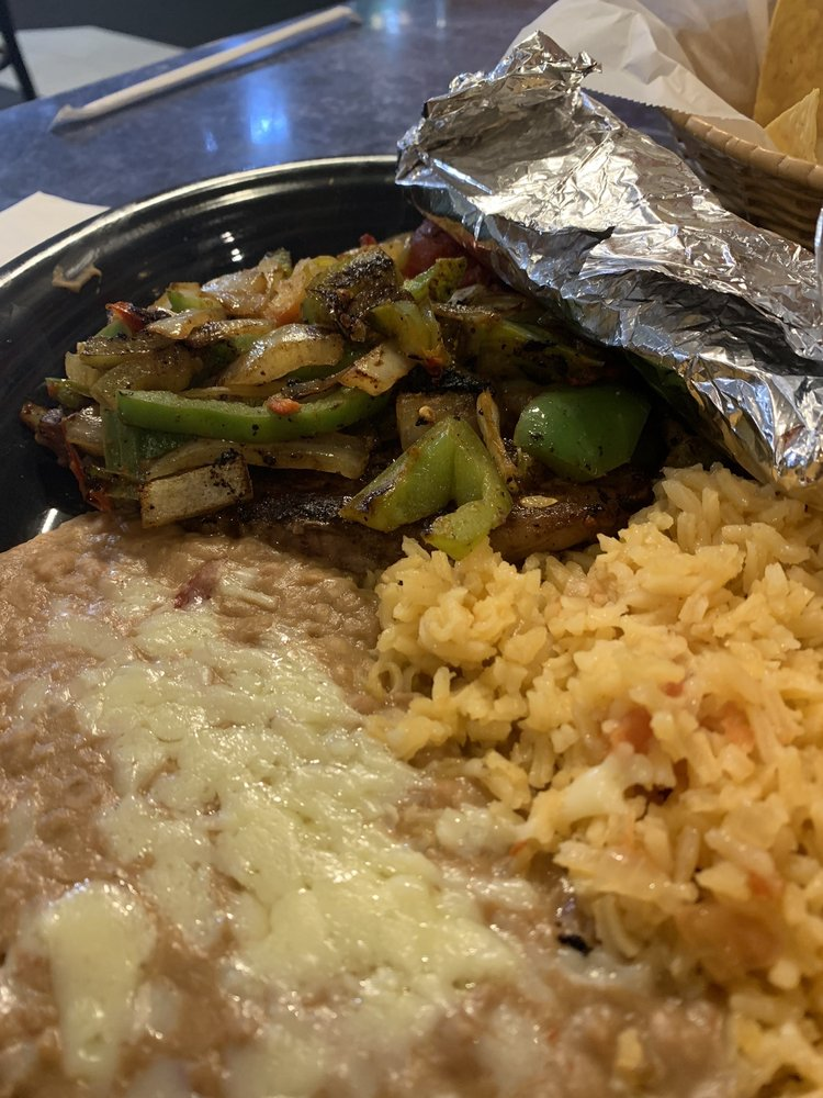 El Valle Mexican Restaurant: 612 S Main St, Swainsboro, GA