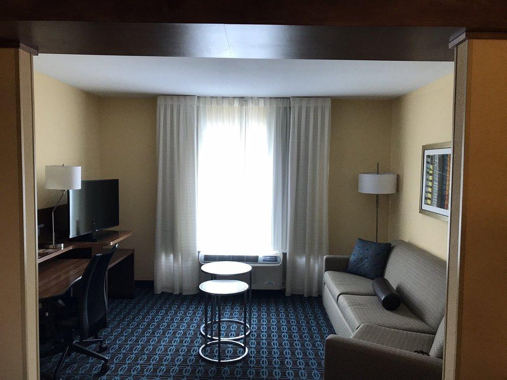 Fairfield Inn & Suites: 107 Halls Ridge Rd, Princeton, WV
