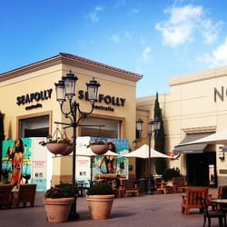 Stores in fashion island 23
