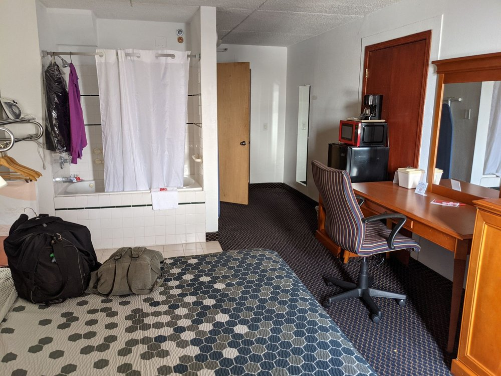Econo Lodge Inn & Suites: 226 W 5th St, Waterloo, IA