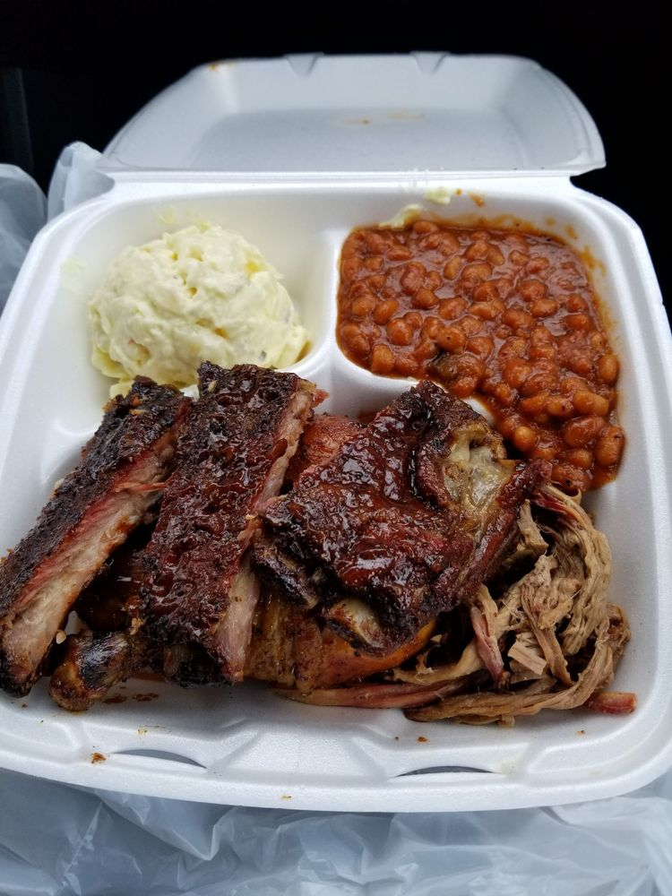 Snooties BBQ: 8606 Hayes Ave, Sandusky, OH