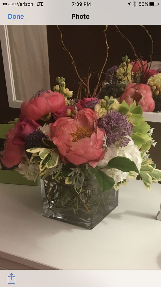 Vine & Ivy Floral Design: 1087 E St S, Suffield, CT