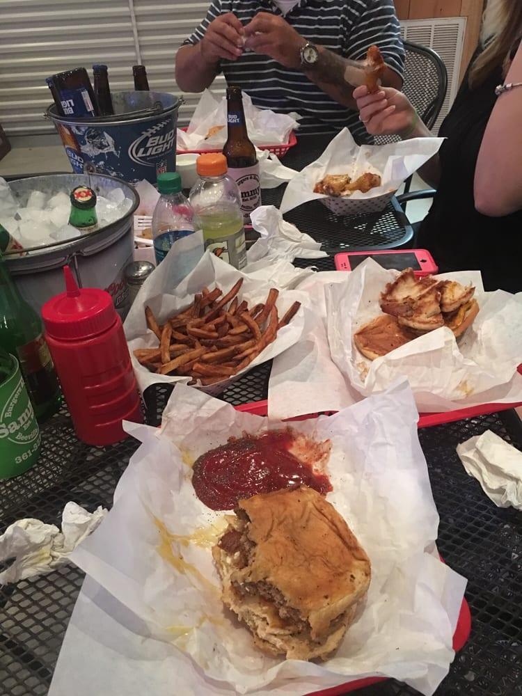 Sammy's Burgers & Brew: 2144 Ellis Rd, Beeville, TX