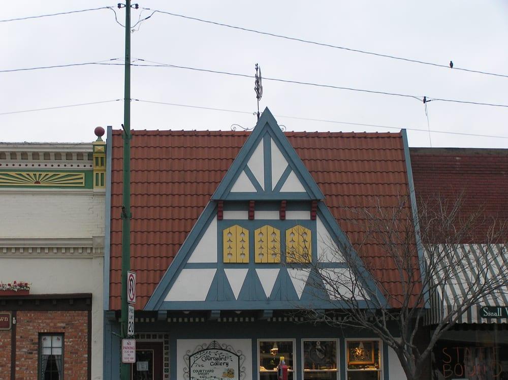 Courtyard Gallery: 125 N Main St, Lindsborg, KS