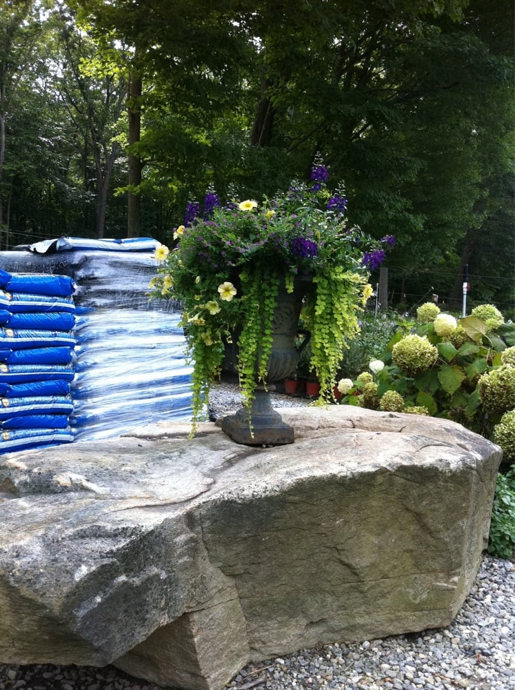 Acer Gardens: 447 Winthrop Rd, Deep River, CT