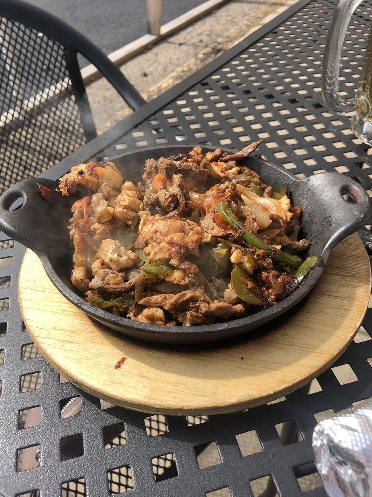 El Lorito Mexican Grill: 502 Blake Rd N, Hopkins, MN