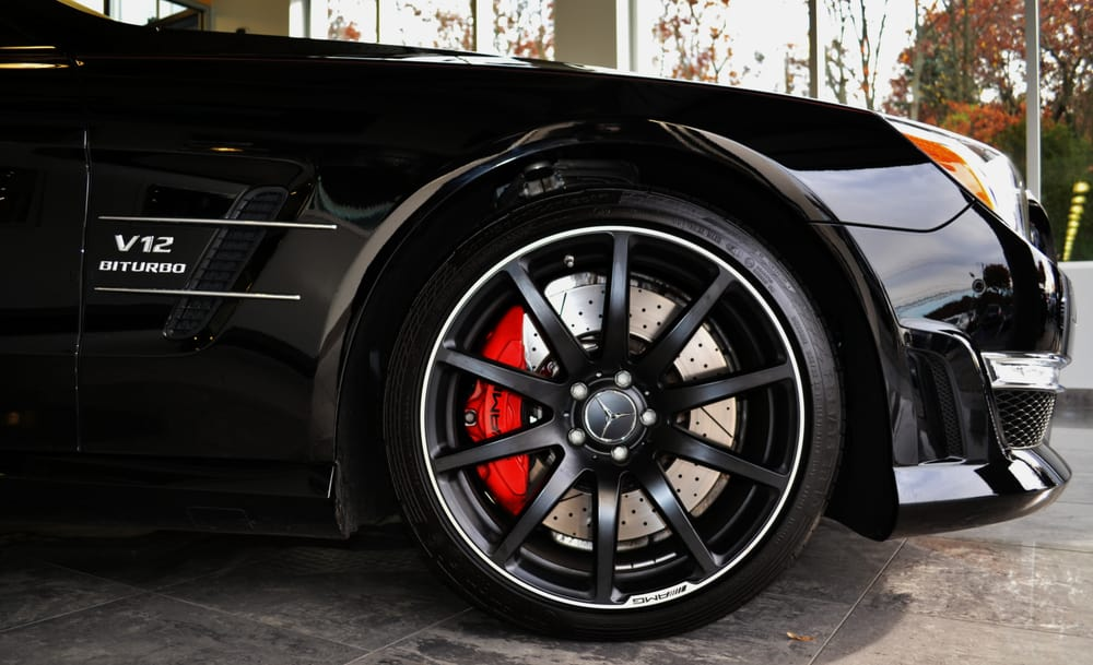Sl65 amg tire with red brake caliper yelp for Mercedes benz brake calipers