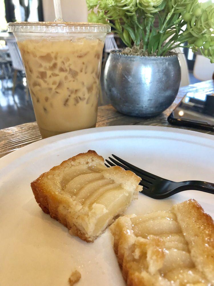 Biscotts Bakery & Cafe: 6172 W Lake Ave, South Jordan, UT
