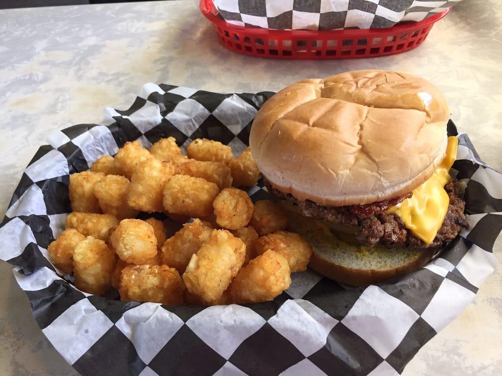 King's Sandwich Shop: 321 S State St, Iola, KS