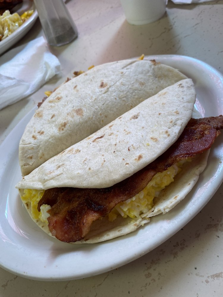 Baby G's Cafe: 1007 US-90, Castroville, TX