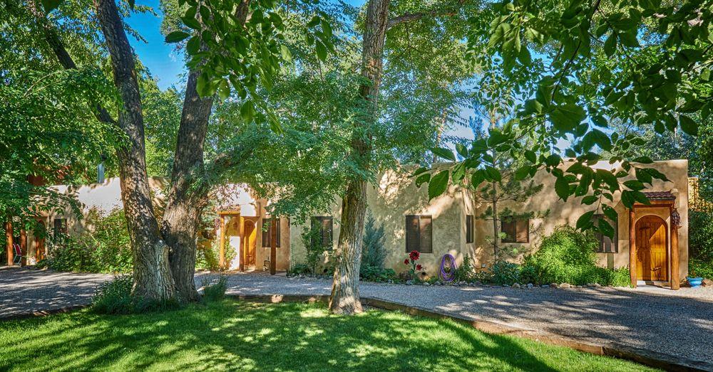 Burch Street Casitas Hotel Downtown Taos: 310 Burch St, Taos, NM