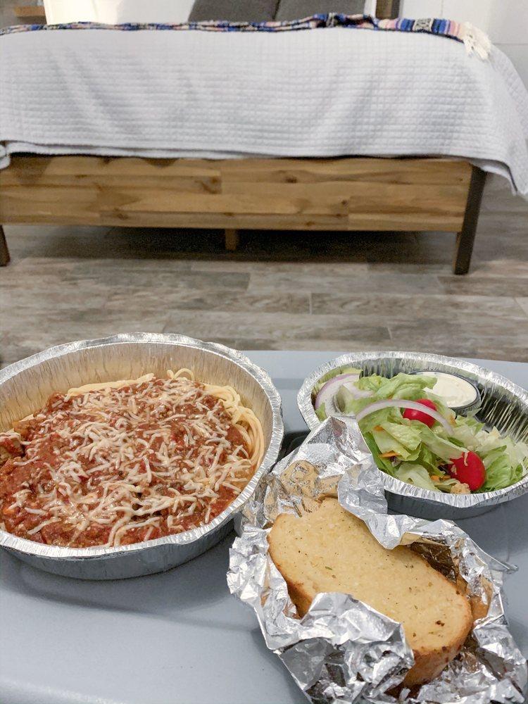 Mamajoes Italian Grill: 5076 N Hwy 87, Strawberry, AZ