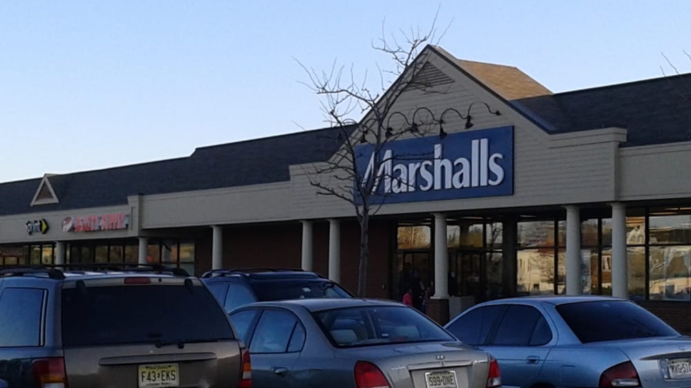 Marshalls can be found in a convenient location not far from the intersection of Columbine Road and Pepperidge Road, in Paramus, New Jersey, at Gurnee Mills Mall. By car. This department store is simply a 1 minute drive from Winters Avenue, Abbott Road, West Midland Avenue and Tether Lane; a 3 minute drive from Nj