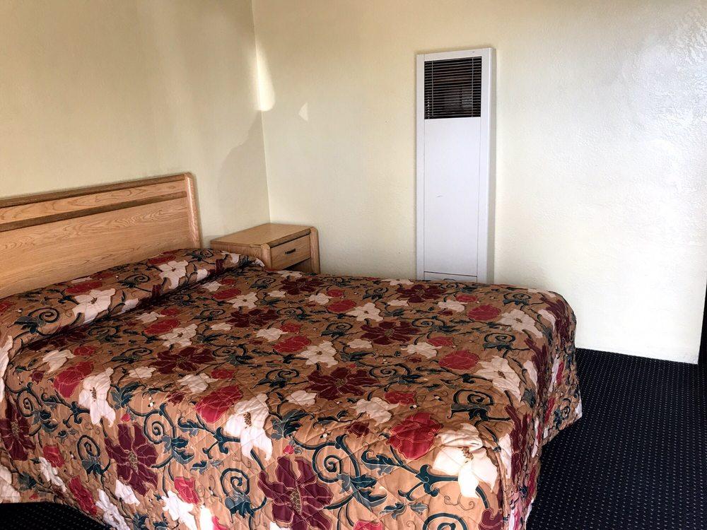 Travelers Inn Motel: 1106 W Yosemite Ave, Manteca, CA