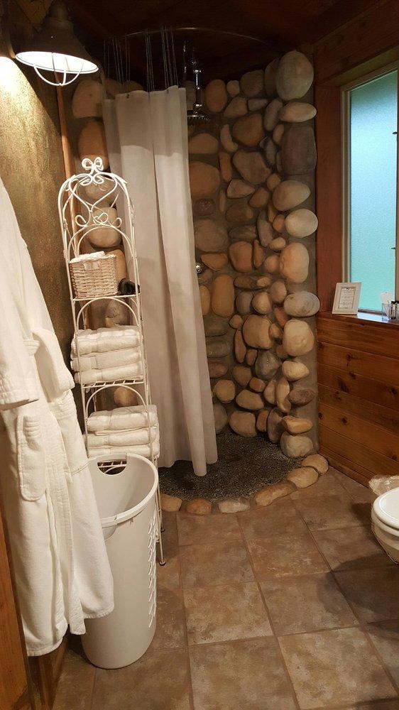 Stormking Cabins & Spa: 37311 Sr 706, Ashford, WA