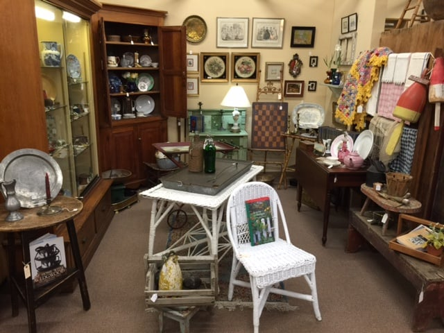 Antique Center of Strabane: 2510 Washington Rd, Canonsburg, PA
