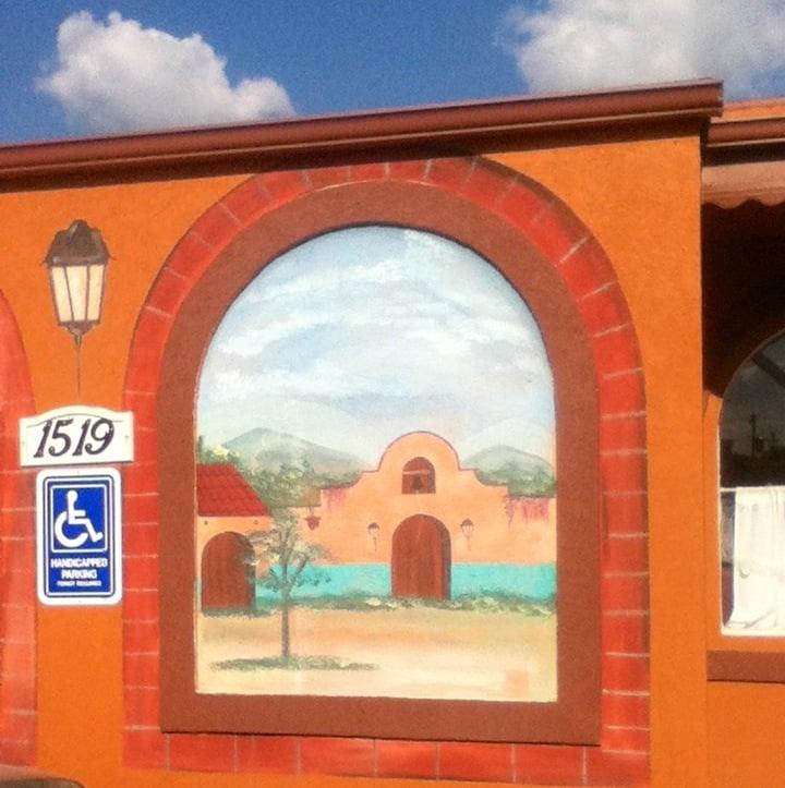 Las Lomas: 1519 Park Ave, Muscatine, IA