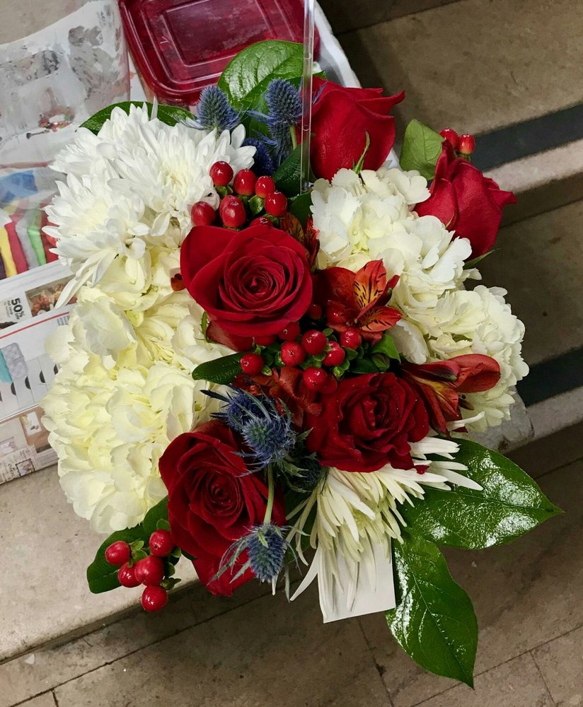 Here are the beautiful flowers they arranged and sent to mother photo of blue ivy flowers gifts chattanooga tn united states here izmirmasajfo