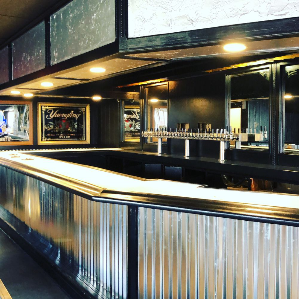 Shakers Public House: 385 Georgesville Rd, Columbus, OH