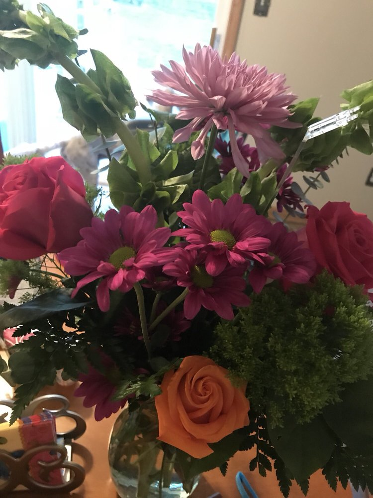 Galloway Florist And Gifts: 717 S 6th Ave, Galloway, NJ