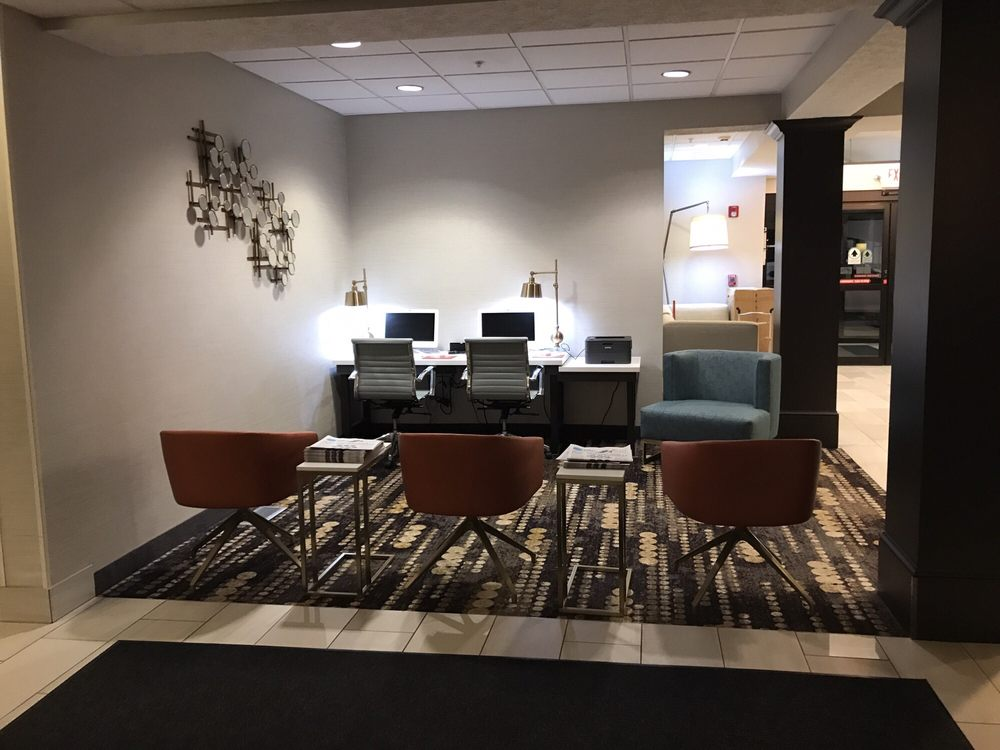 Holiday Inn Express & Suites Kent State University: 1215 Sanctuary View Dr, Kent, OH