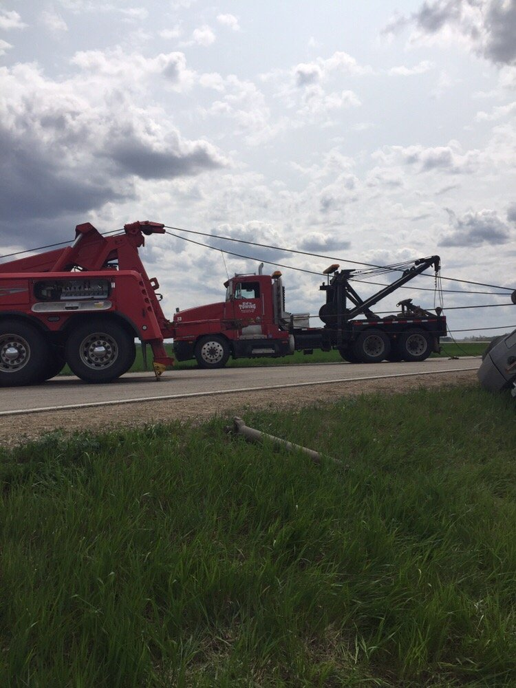 Ed's Towing: 2848 22nd Ave S, Moorhead, MN