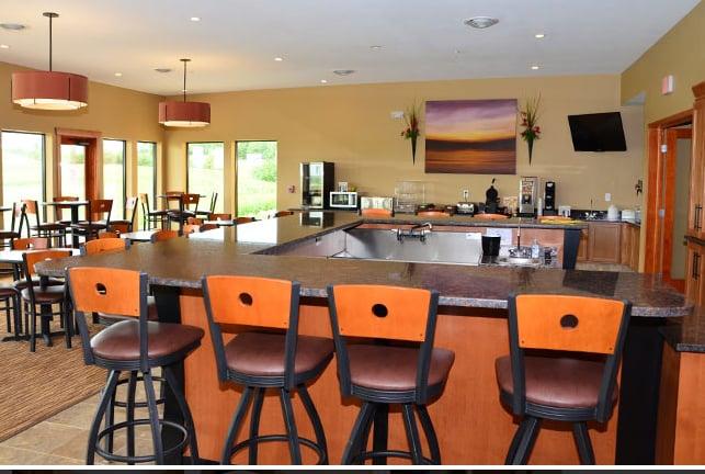 Boulders Inn & Suites Newton: 4222 S 22nd Ave, Newton, IA