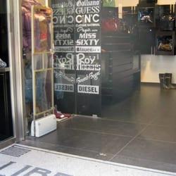 b37c2111dc778f Liberty - Abbigliamento maschile - Via Toledo 369, Centro Storico ...