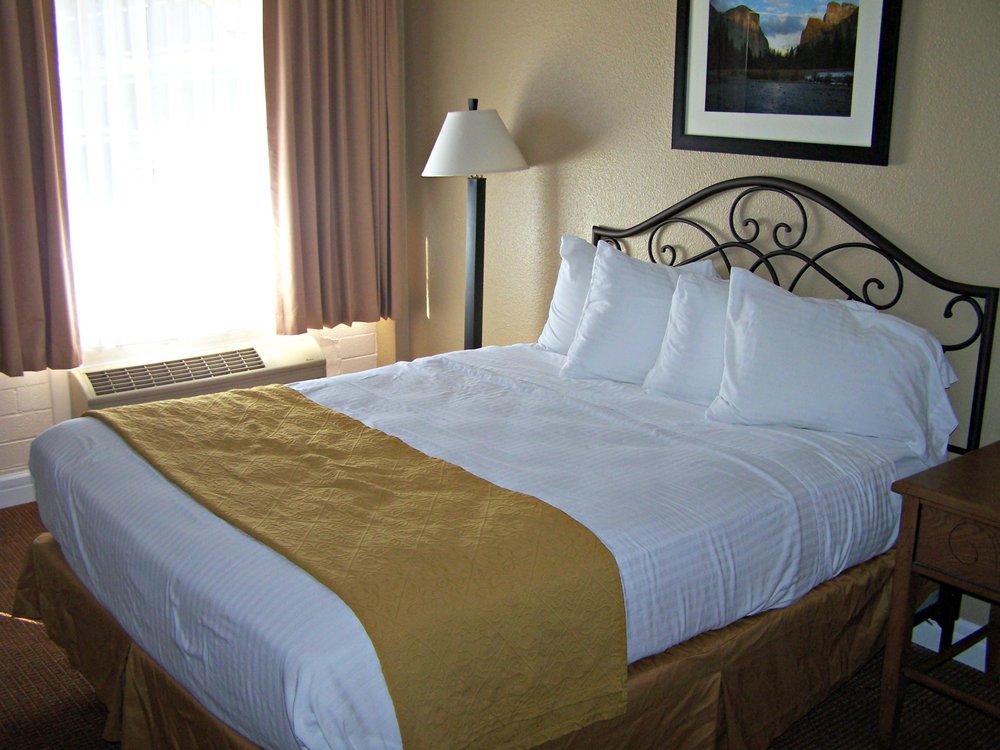 El Capitan Lodge & Casino: 540 F St, Hawthorne, NV