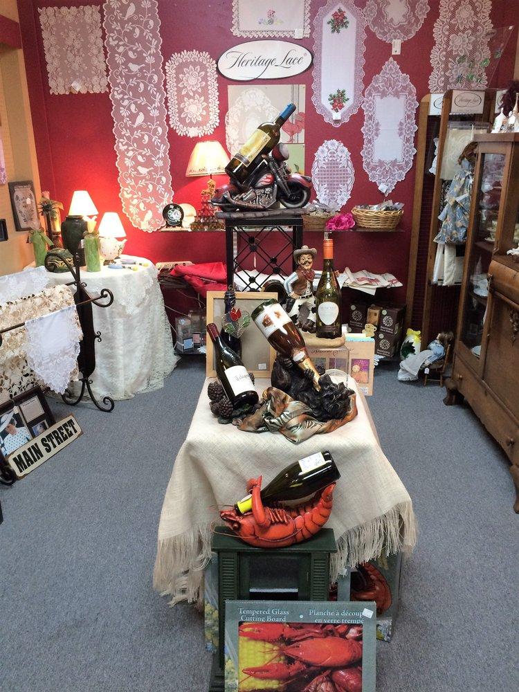 Downtown Treasures: 400 N Washington Ave, Livingston, TX