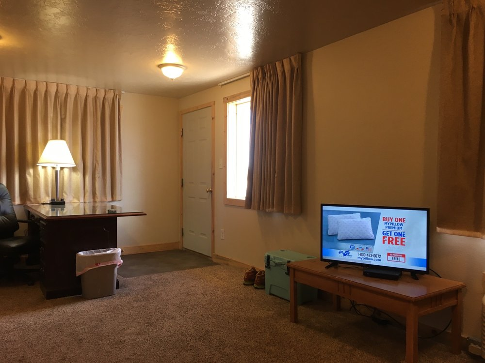 Country Inn Motel & Apartments: Snake River Brg, Baggs, WY