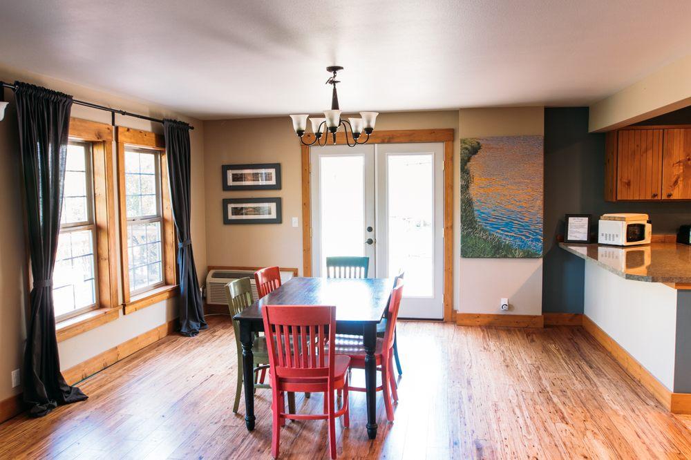 River Run Lodge: 210 Hartman Ave, Maupin, OR