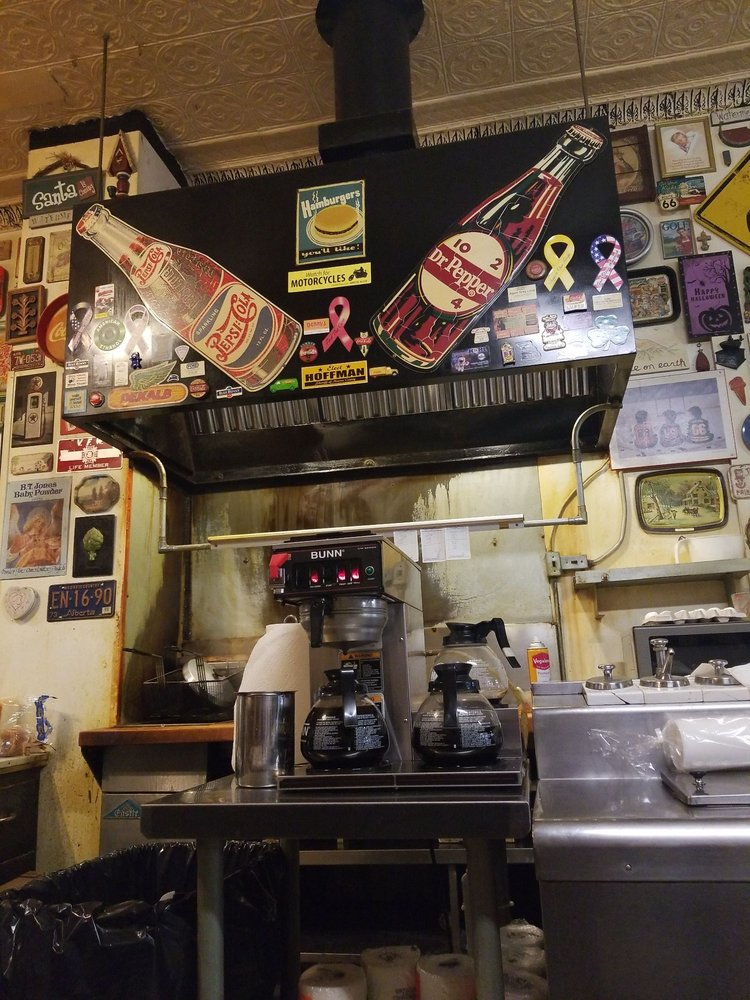 Jonesy's Cafe: 216 N Main St, Paris, MO