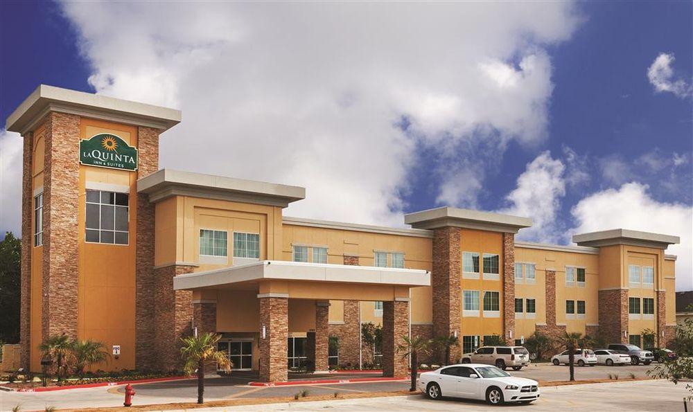 La Quinta by Wyndham Beeville: 2062 HWY 59 E, Beeville, TX