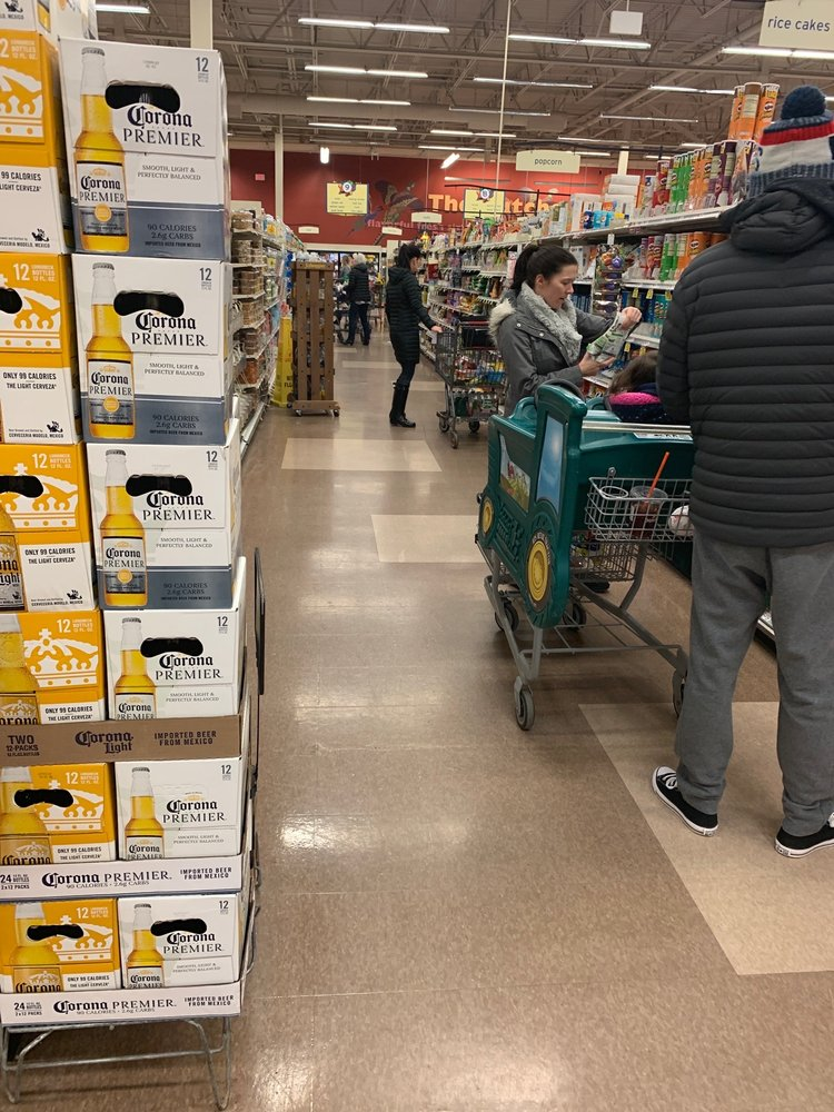 Hannaford Supermarket: 175 Coliseum Ave, Nashua, NH