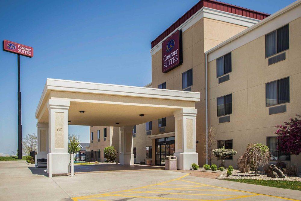 Comfort Suites: 908 Maple Hill Rd, Bloomington, IL