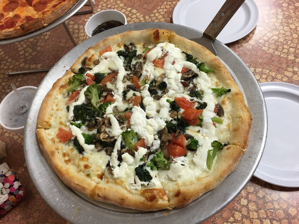 Atlas Pizza: 3575 Bridge Rd Ste 15, Suffolk, VA