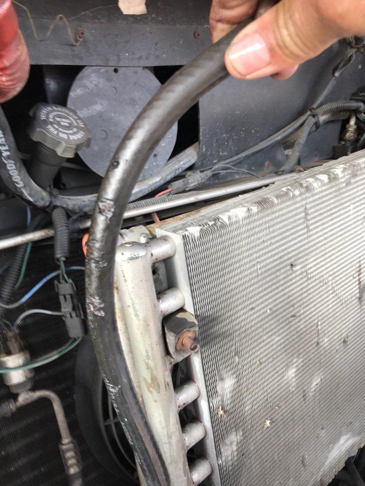 Bozo's Garage & Wrecker Service: 2601 Will Rogers Dr, Santa Rosa, NM