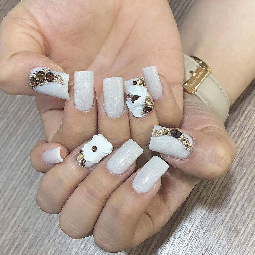 Gorgeous Set Of Square Nails With Diamonds And 3D Nail Art