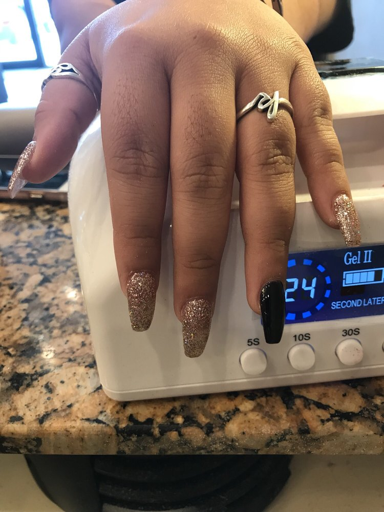 Ambience Nails Lounge: 4020 7th St, Bay City, TX