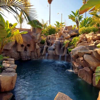 Rock swimming pool in southern California built by Rock of Ages ...